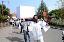 Goma : la Lucha dit non à la machine à voter en déposant les urnes et bulletins de vote à la CENI